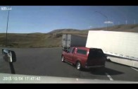 Accident spectaculaire entre 2 camions