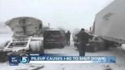Plus de 33 camions et plus de 12 voitures impliqués dans un carambolage monstre dans le Wyoming le 12 novembre 2015
