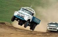 Un camion dans le terre-plein…
