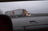 Un automobiliste manque de se faire rentrer dedans par un camion