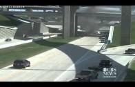 Un Camion vol au dessus d'un viaduc et prend feu